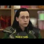 Loki discute com crianças