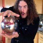 Curvem-se ao melhor truque de ilusão de ORBES FLUTUANTES