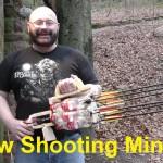 Eis um cara que construiu uma metralhadora de flechas com garrafas de Coca-Cola