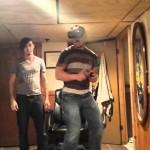 Nunca toque alguém que está jogando um jogo de terror no Oculus Rift
